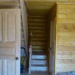 дом из бревна лестница на второй этаж